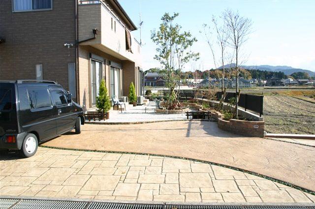 アプローチ、駐車スペースへのスタンプコンクリート施工事例