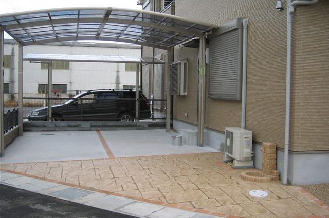 駐車スペースへのスタンプコンクリート施工事例