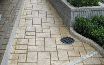一般住宅通路へのスタンプコンクリート施工事例